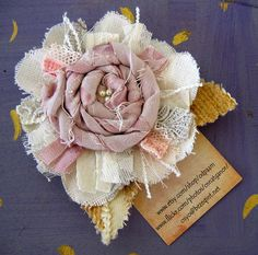 Handmade fabric, lace, and ribbon flowers (inspiration only, no tutorials) Fleurs Style Shabby Chic, Flores Shabby Chic, Shabby Flowers, Lace Flowers, Fabric Flowers, Beautiful Flowers, Material Flowers, Burlap Flowers, Craft Ideas
