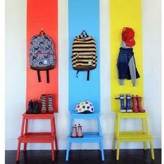 Organizando o espaço da criançada com estilo.  #decoracao #decor #decoracaoinfantil #estilo #estyle #cores #tudonolugar #sembagunca #organizacao #facavocemesmo #dica #ideia #criatividade #mochila #sapatos #cadeira #crie #invente #ouse
