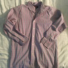 Womens Vineyard Vines button Down (Medium) Won't really fit well on a guy. Thought it would lol. Pink and blue checkered. No stains. Feels like brand new. Perfect condition Vineyard Vines Tops Button Down Shirts