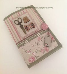 Momentos de Costura: Love to sew Love Sewing, Hand Sewing, Sewing Caddy, Sewing Kits, Sewing Crafts, Sewing Projects, Fabric Journals, Needle Book, Needle Case