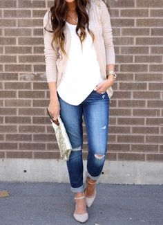 Can you wear boyfriend jeans on a date? We say you absolutely can. Take a look at these stylish and guy-pleasing date night outfits with boyfriend jeans.: Ripped Boyfriend Jeans and Fitted Cardigan Mode Outfits, Night Outfits, Casual Outfits, Fashion Outfits, Womens Fashion, Fashion Trends, Cardigan Outfits, Fashion 2015, Dinner Date Outfit Casual