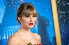 Fans Are Convinced Taylor Swift Just Revealed She's Married Global Icon, New Netflix, Netflix Series, Taylor Swift Songs, Mtv Videos, First Lady Melania Trump, David Bowie, That Way, Presidents