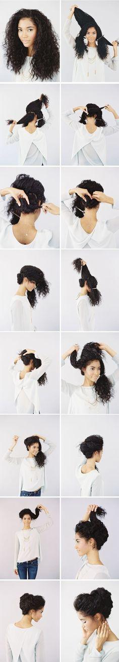 Coque romântico em cabelo crespo: http://guiame.com.br/vida-estilo/moda-e-beleza/site-lista-pentados-para-cabelos-cacheados.html#.VT-DzWTBzGc