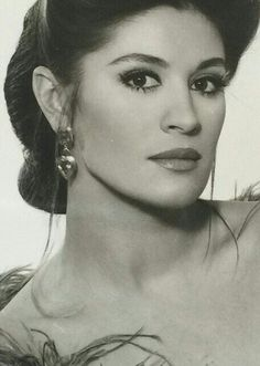Gulsen Bubikoglu Celebrity Singers, Artists And Models, Turkish Beauty, 50s Vintage, Old Actress, Jewelry Photography, Celebs, Celebrities, Film Posters
