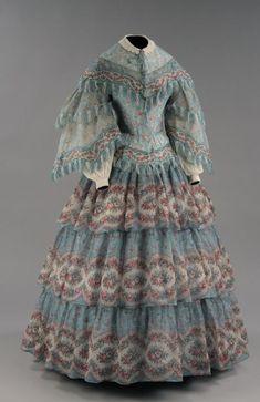 Beautiful Floral Antique Dress The McCord Museum Victorian Gown, Victorian Fashion, Vintage Fashion, Vintage Gowns, Vintage Outfits, Vintage Clothing, 1850s Fashion, Civil War Dress, 19th Century Fashion