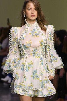 Zimmermann at New York Fashion Week Spring 2018 - spring fashion New York Fashion, Fashion Week 2018, Funky Fashion, High Fashion, Fashion Show, Fashion Design, Fashion Spring, Formal Fashion, Classy Fashion