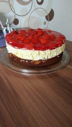 Strawberry cake with sour cream vanilla cream . - Strawberry cake with sour cream – vanilla cream 13 - Easy Vanilla Cake Recipe, Chocolate Cake Recipe Easy, Homemade Vanilla, Easy Cake Recipes, Homemade Chocolate, Chocolate Recipes, Cookie Recipes, Dessert Recipes, Pie Recipes