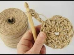 Have you noticed that natural jute decor is bang on trend right now? In this tutorial, you'll learn how to crochet the rounds and create a stunning contrast between the natural jute and metallic. Mode Crochet, Crochet Diy, Crochet Motif, Crochet Stitches, Crochet Wall Art, Crochet Wall Hangings, Loom Knitting, Knitting Patterns, Crochet Patterns