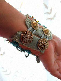 Mystery Bracelet Gypsy Jangle Blue Gold Aqua door AllThingsPretty