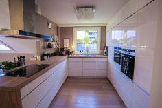 Küchen Design, House Design, Interior Design, Kitchen Reno, Kitchen Cabinets, Kitchen Ideas, Sweet Home, Table, Furniture
