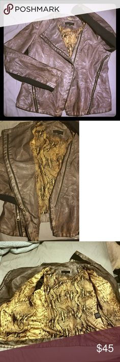 Cool!! sz L Steve Madden Moto Jacket Faux Leather Steve Madden sz L gray-toned brown moto jacket with awesome offset zippers! Pockets zip up on the sides. Arms have breathable fabric undersides. VERY cool gold snakeskin lining. This is an awesome spring jacket for those inbetween days!  The distressed faux leather is tailored nicely on the back and creates a beautiful silhouette when zipped up. Coloration varies throughout (esp see at top of back/neck) to give it a worn out look, but the…