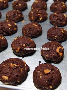 double chocolate cookies Amos Cookies, Choco Chip Cookies, Biscuit Cookies, Biscuit Recipe, Chocolate Chip Cookies, Cokies Recipes, Snack Recipes, Dessert Recipes, Indonesian Cookies Recipe