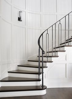7 Marvelous Clever Tips: Contemporary Fireplace Electric contemporary kitchen shelves. Stair Railing Design, Staircase Railings, Curved Staircase, Modern Staircase, Banisters, Iron Stair Railing, Staircases, Interior Staircase, Home Interior