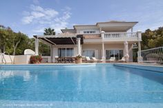 4 bedroom luxury villa with pool and seaviews in Vale de Lobo, Golden Triangle, Algarve, Portugal - This villa is located in one of the most desired cul-de-sac within Vale do Lobo with a couple of minutes walk of the golden sandy beach offering amazing sea views. - http://www.portugalbestproperties.com/component/option,com_iproperty/Itemid,16/id,1291/view,property/