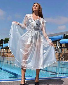 Raincoats For Women Closet Code: 3278163781 Vinyl Raincoat, Pvc Raincoat, Raincoat Jacket, Plastic Raincoat, Plastic Pants, Pvc Trousers, Imper Pvc, Rain Fashion, Women's Fashion