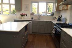 An Innova Harewood Lamp Room Grey Kitchen - http://www.diy-kitchens.com/kitchens/harewood-lamp-room-grey/details/