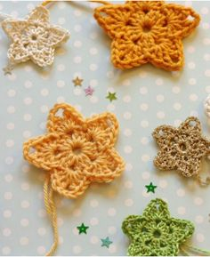 Christmas Twinkler Crochet Stars | Have a Merry Crochet Christmas with these crochet stars that can be used as ornaments or homemade gift toppers!