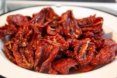 Make Your Own Sun-Dried Tomatoes: Oven, Dehydrator, or Sun NOTE:Roma tomatoes; bake on cookie rack for even cooking. Dehydrated Food, Dehydrator Recipes, Lassi, Canning Recipes, Kimchi, Favorite Recipes, Homemade, Meals, Dishes