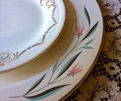 Love the teal color in this vintage Knowles pattern - Southern Vintage Table