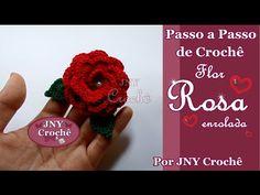 Passo a Passo de Crochê Rosa enrolada por JNY Crochê Crochet Puff Flower, Crochet Flower Tutorial, Crochet Flowers, Crochet Lace, All Free Crochet, Crochet Bracelet, Irish Lace, Crochet Videos, Crochet Squares