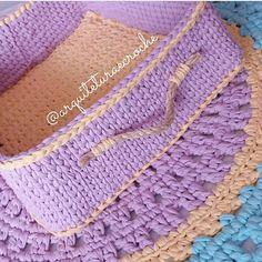 Bom dia com essa dupla linda da @arquiteturaecroche 😍 . #Trapilho #fiosdemalha #fiodemalha #crochetaddict #handmade #handmadewithlove #totora #alfombra #shirtyarn #feitocomamor #decor #knit #knitting #rugs #croche #crochet #artecomfiosdemalha #artesanato #feitoamao #vendofiosdemalha #organizadores #fiosecologicos #quartodemenina #cestofiodemalha #fiosdemalha #feitoamao