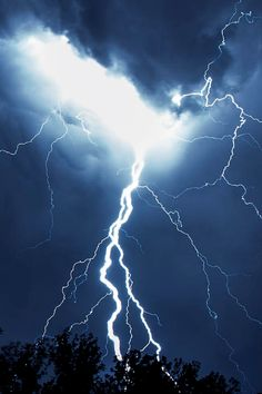 The crack of lightning. The smell of rain as the first drops fall to the earth. This is Ozone. Ride The Lightning, Thunder And Lightning, Lightning Strikes, Lightning Storms, Lightning Photography, Nature Photography, Photography Tips, Pictures Of Lightning, Smell Of Rain