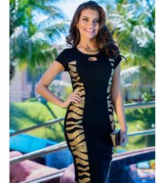 Nice black dress mixed with sides tiger's lines. Modest Dresses, Casual Dresses, Fashion Dresses, Church Fashion, Fashion Over 50, Classy Outfits, Stylish Outfits, Casual Street Style, Fashion Models