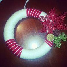 DIY Christmas Wreath #Christmas #walldecor #yarn Diy Christmas, Christmas Wreaths, Tis The Season, 4th Of July Wreath, Sewing Crafts, Wall Decor, Decorations, Seasons, Crafty