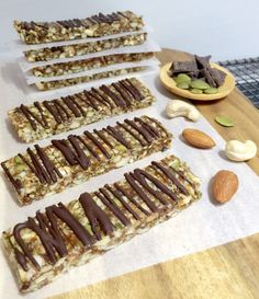 This cinnamon nut slice is the perfect alternative to sugar-loaded shop bought muesli bars. At less than 100 calories it's delicious and healhty Healthy Mummy Recipes, Healthy Snack Bars, Healthy Snacks To Buy, Yummy Snacks, Clean Eating Snacks, Gourmet Recipes, Yummy Food, Healthy Eating, Quick Snacks