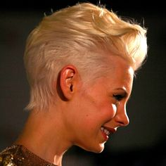 Aussie model Kate Peck shows a great way to wear cropped hair: shorter at the sides and back, with more length and volume running through the front and top.