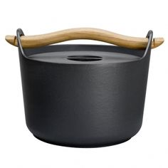 Sarpaneva cast iron pot was designed in 1960 by Timo Sarpaneva, one of the biggest names in Finnish design, well-known all over the world. In the same year the pot was awarded the silver medal at the Milan Triennale. Sarpaneva cast iron pot became in shor