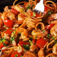 Shrimp Kung Pao Noodles - If you're looking for a simple, fast, and delicious dinner, then look no further. These kung pao - Easy Chinese Recipes, Asian Recipes, New Recipes, Dinner Recipes, Cooking Recipes, Healthy Recipes, Ethnic Recipes, Chinese Shrimp Recipes, Easy Recipes