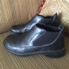 Merrell Tetra Pace Black Boots Very comfortable black leather low boots in excellent condition. Merrell Shoes