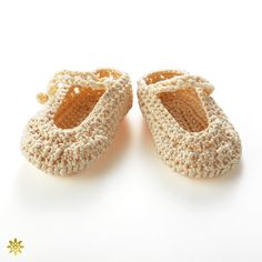 baby first shose: 糸の特徴である光沢と優しさ・軽さを、赤ちゃんが生まれて初めて履くファーストシューズとして提案。