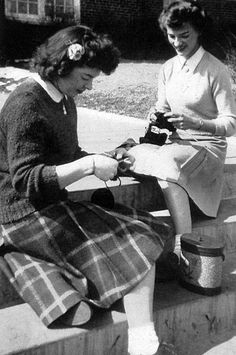 knitting for soldiers 1943