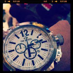 TW Steel Watches Imagen sorprendente de la CEO Canteen.    CE1007 | 45 mm | CE1008 | 50 mm