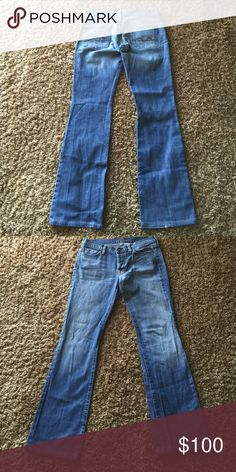 Jeans Light wash/ boy cut/ excellent condition ( small tear on back right leg on hem Seven7 Jeans Boyfriend