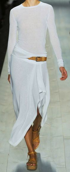 Summer Fashion Tips Michael Kors Fashion show & More Luxury Details.Summer Fashion Tips Michael Kors Fashion show & More Luxury Details Fashion Mode, Look Fashion, Fashion Show, Fashion 2018, Fashion Details, Fall Fashion, Latest Fashion, All White Outfit, White Outfits