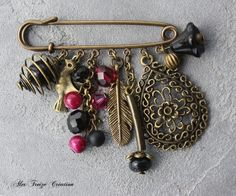 Etsy Buy handmade vintage personalized and unique gifts for everyone Scarf Jewelry, Old Jewelry, Jewelry Crafts, Beaded Jewelry, Jewelery, Jewelry Making, Safety Pin Crafts, Safety Pin Jewelry, Brooches Handmade