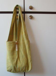 Doni's Delis: A little tutorial on making a bag from one strip of (handwoven) cloth.