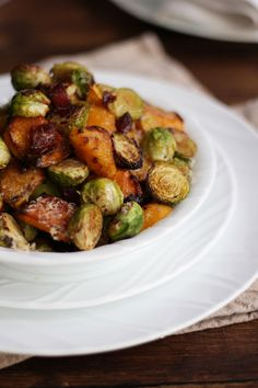 Oven baked Brussels sprouts with bacon, butternut squash and Parmesan cheese. The best ever Brussels sprouts, oven roasted for the perfect Christmas side dish. Butternut Squash Cubes, Roasted Butternut Squash, Christmas Side Dishes, Christmas Recipes, Best Brussel Sprout Recipe, Sprouts Recipe, Sprouts With Bacon, Cheap Christmas, Food Facts