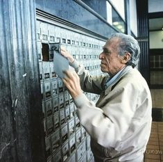 Bukowski at the post office. Henry Charles Bukowski, Story Writer, King Art, American Poets, Ordinary Lives, Post Office, My Father, Old Pictures, Short Stories