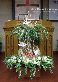 Altar Flowers, Church Flowers, Flowers Garden, Easter Flower Arrangements, Floral Arrangements, Church Altar Decorations, Contemporary Flower Arrangements, Altar Design, Flower Mirror