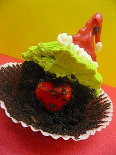 Grinch cupcakes with a heart inside~LOVE
