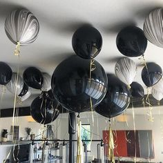 Love ❤️Black and White marble balloons Thank you for the fab photo - hope the party was rockin ❤️ . . . . . . #Repost @domingii ・・・ #PRE30 #bubblegumballoons #makingballoonsawesome #partyballoons