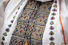 Romanian hand made traditional blouse Embroidery Motifs, Folk Costume, Traditional Outfits, Romania, Alexander Mcqueen Scarf, Cross Stitch Patterns, Needlework, Bohemian Rug, Textiles