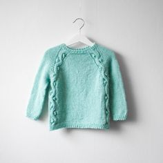 An amazing kids sweater in alpaca, love alpaca. All the details on my blog