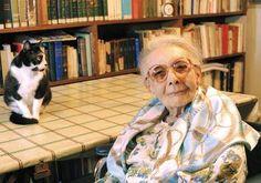 """O auxílio dos animais aos pacientes Foi uma pioneira na pesquisa das relações emocionais entre pacientes e animais, que costumava chamar de co-terapeutas. Percebeu esta possibilidade de tratamento ao observar como um paciente a quem delegara os cuidados de uma cadela abandonada no hospital melhorou tendo a responsabilidade de tratar deste animal como um ponto de referência afetiva estável em sua vida. Ela expõe parte deste processo em seu livro """"Gatos, A Emoção de Lidar"""", [...]"""