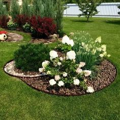 42 Amazing Garden Landscaping For Home Yard ideas flower front yard roses Front Yard Garden Design, Garden Yard Ideas, Easy Garden, Indoor Garden, Garden Projects, Garden Art, Outdoor Gardens, Backyard Ideas, Garden Soil