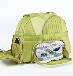 Gym bag with a separate compartment to store your shoes